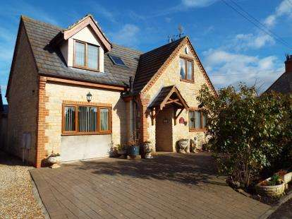 4 Bedrooms Detached House for sale in Oak Cottage, Moorend Road, Yardley Gobion, Towcester