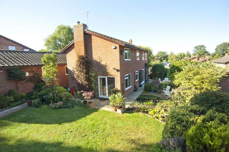 5 Bedrooms Detached House for sale in The Laffords, Bradfield Southend