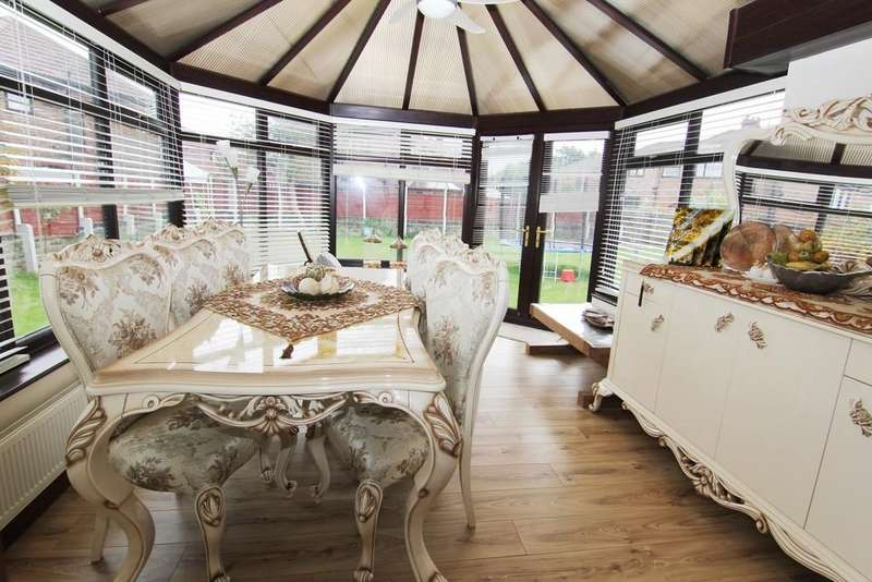 4 Bedrooms Detached House for sale in Edge Lane, Droylsden, Manchester