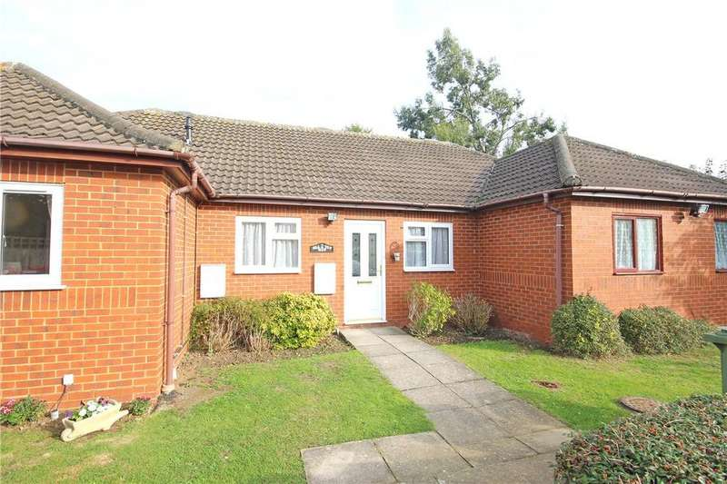 2 Bedrooms Bungalow for sale in Hilltop View, Wheathampstead, St. Albans, Hertfordshire