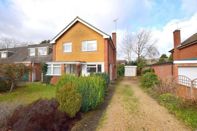 3 Bedrooms Detached House for sale in The Laurels, Fleet
