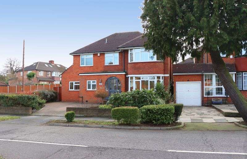 4 Bedrooms Property for sale in Lonsdale Drive, Enfield