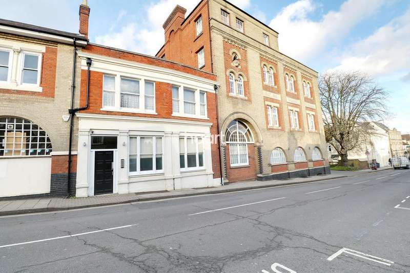 2 Bedrooms Flat for sale in East Hill, Colchester