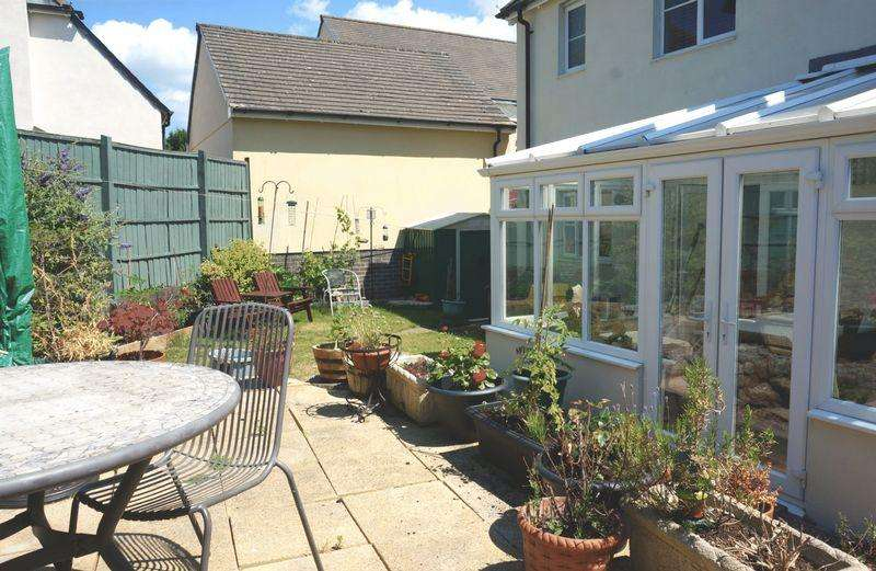 4 Bedrooms Detached House for sale in Abundance of space!
