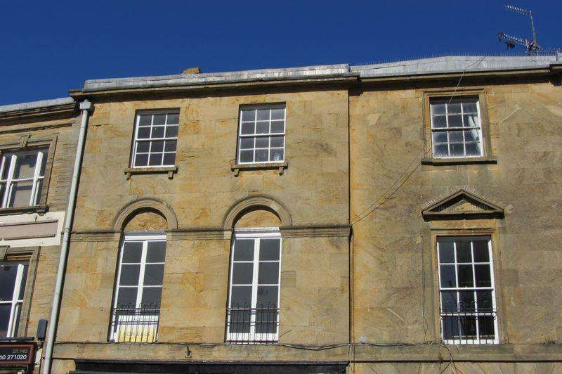 4 Bedrooms Maisonette Flat for sale in Grain Lodge, 9 Market Square, Crewkerne