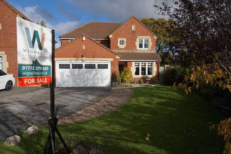 4 Bedrooms Detached House for sale in Ryding Close, Farington Moss