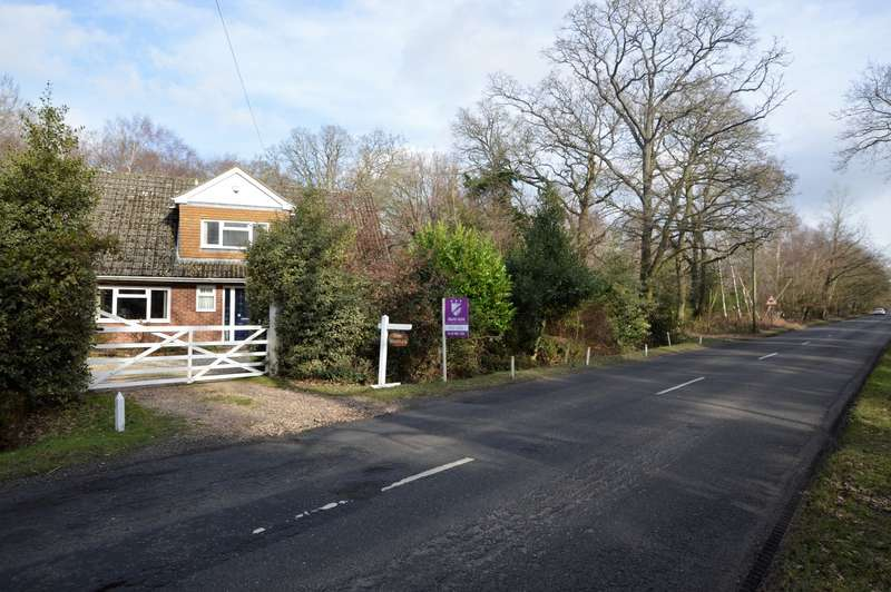 3 Bedrooms Detached House for sale in Welshmans Road, Padworth Common, Reading, RG7