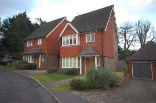 3 Bedrooms Link Detached House for sale in Spring Meadow, Uckfield, East Sussex