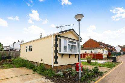 1 Bedroom Mobile Home for sale in Long Close, Station Road, Lower Stondon, Beds