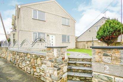 3 Bedrooms Semi Detached House for sale in Old School Road, Holyhead, Sir Ynys Mon, LL65