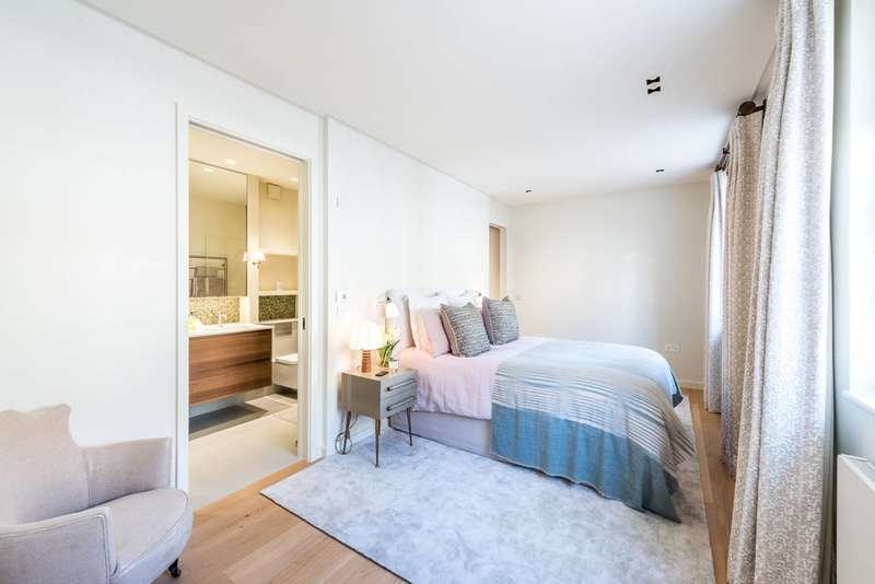 3 Bedrooms Mews House for sale in Coleherne Mews, Chelsea, SW10