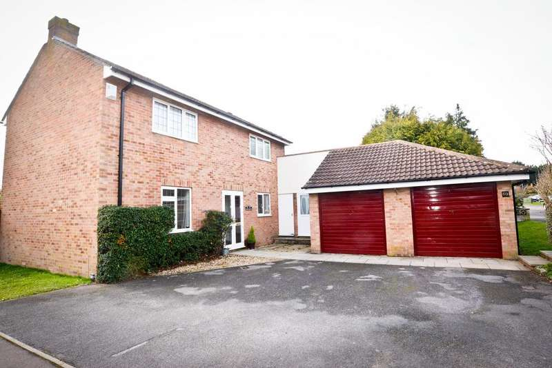 4 Bedrooms Detached House for sale in Court Farm Road, Longwell Green, Bristol, BS30 9AD