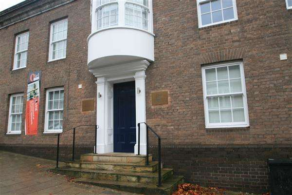 2 Bedrooms Apartment Flat for rent in Oriel House, North Hill, Colchester