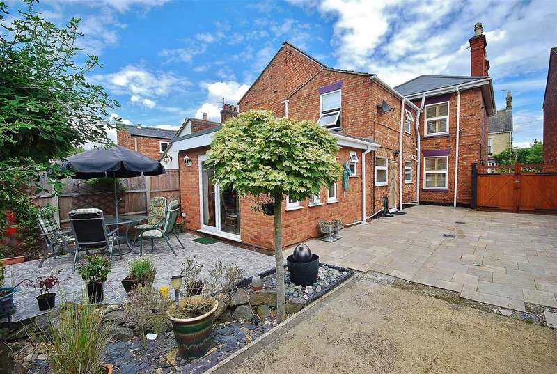 4 Bedrooms Detached House for sale in Cross Street, Spalding