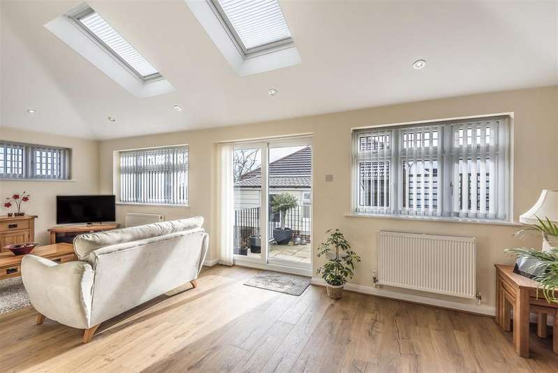 3 Bedrooms Detached House for sale in Second Avenue, Newhaven