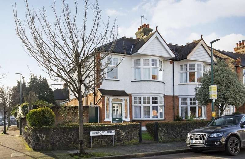 3 Bedrooms Semi Detached House for sale in Hereford Road, Wanstead