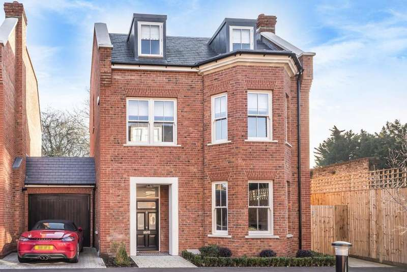 5 Bedrooms Detached House for sale in Avery Close, Beckenham