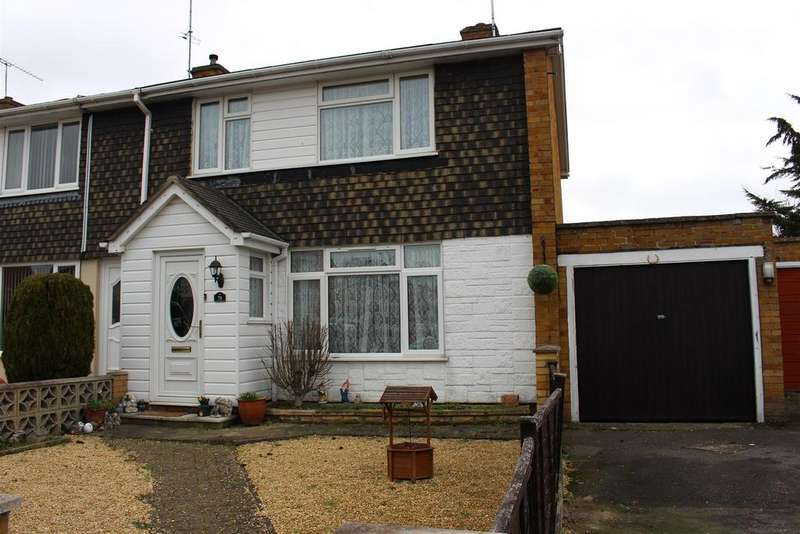 3 Bedrooms Town House for sale in Howth Drive, Woodley, Reading
