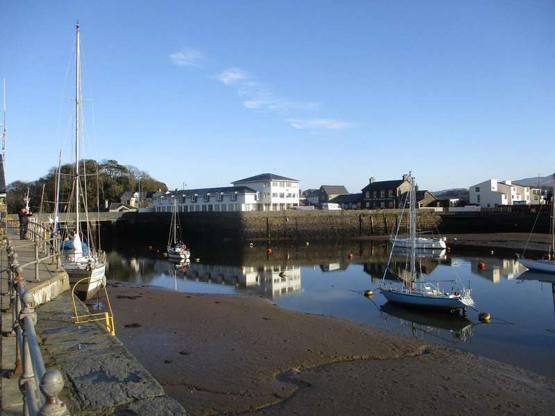 3 Bedrooms Apartment Flat for sale in Glaslyn Bridge, High Street, Porthmadog