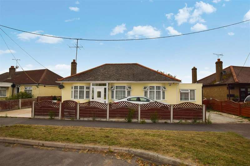3 Bedrooms Detached Bungalow for sale in The Parkway, Canvey Island