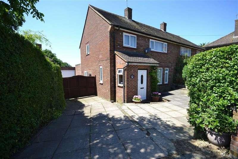 3 Bedrooms Semi Detached House for sale in Stapleton Road, Borehamwood, Hertfordshire
