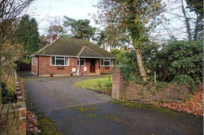3 Bedrooms Detached Bungalow for sale in Finchampstead Road, Finchampstead, Wokingham, Berkshire, RG40