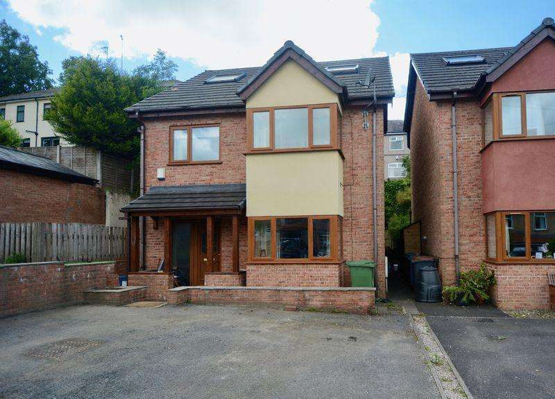 4 Bedrooms Detached House for sale in Oakwood Road, Accrington