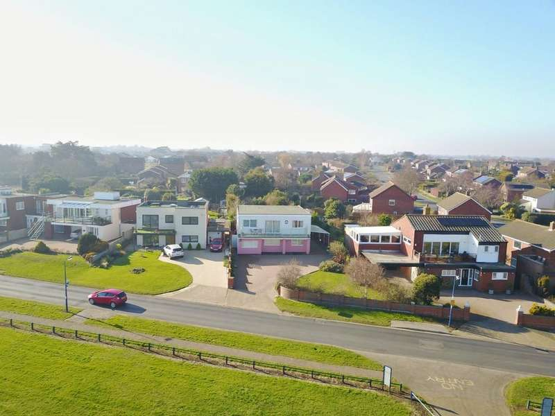 5 Bedrooms Detached House for sale in Cliff Road, Felixstowe, IP11 9SA