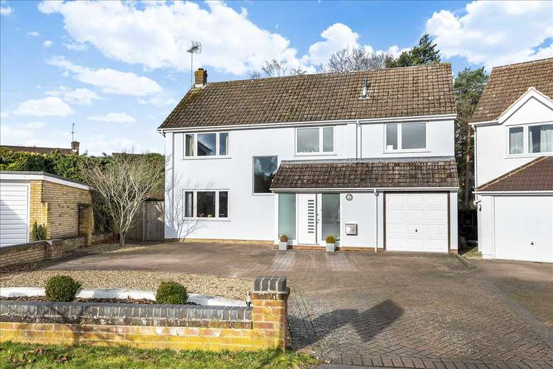 4 Bedrooms Detached House for sale in Lea Croft, Crowthorne