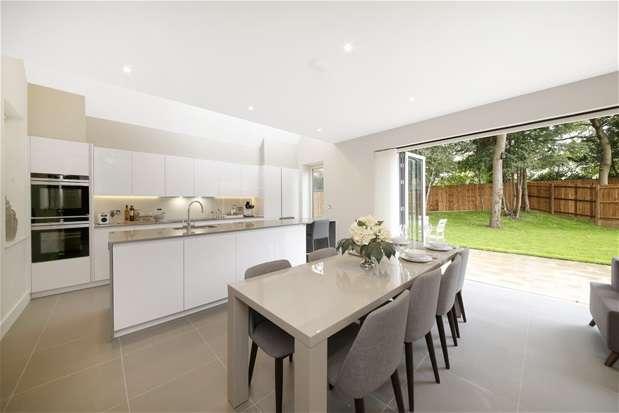 4 Bedrooms House for sale in Lawrie Park Place, Sydenham