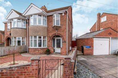 3 Bedrooms Semi Detached House for sale in Bayswood Avenue, Boston, Lincolnshire, England