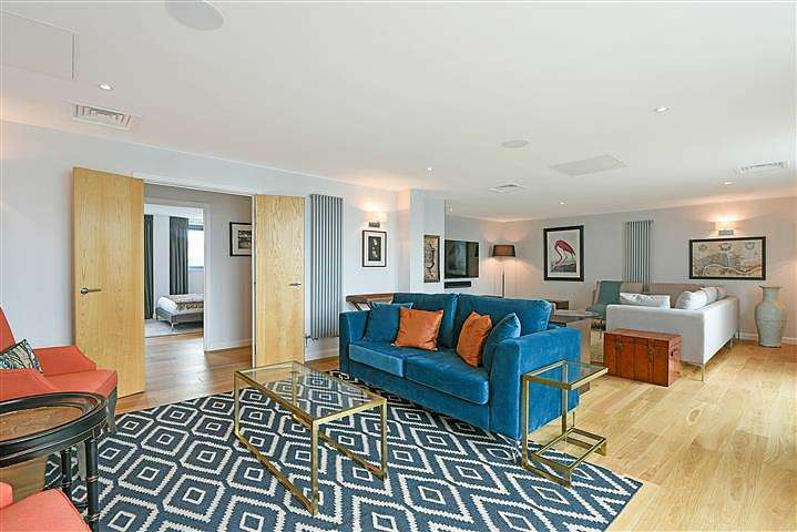 4 Bedrooms Flat for rent in Millharbour, Nr Canary Wharf, London, E14