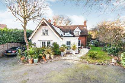 4 Bedrooms Detached House for sale in Noak Bridge, Basildon, Essex