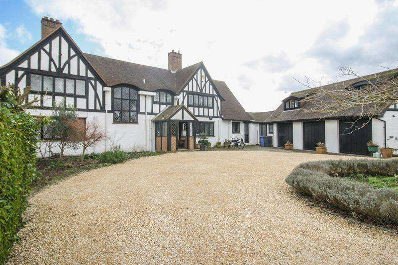 5 Bedrooms Detached House for sale in Cookham Dean