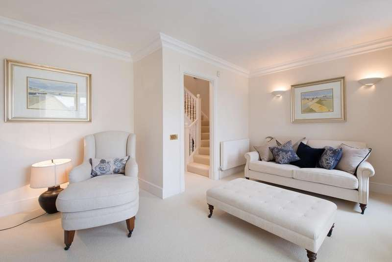 3 Bedrooms House for sale in Charles II Place, London. SW3