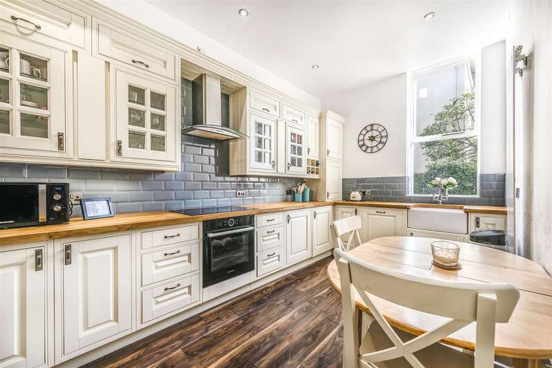 2 Bedrooms Flat for sale in West Park, Clifton