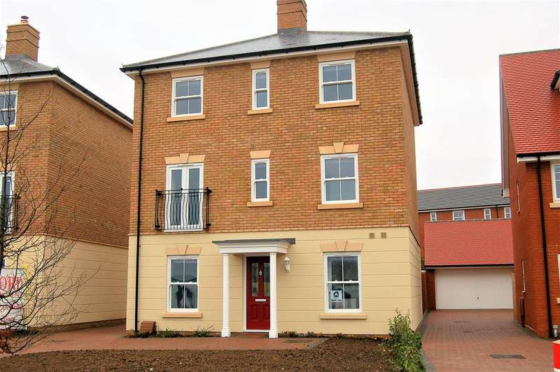 4 Bedrooms Detached House for sale in Woodlands Park, Great Dunmow CM6