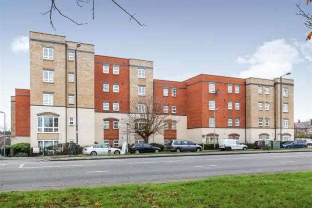 2 Bedrooms Apartment Flat for sale in Hollyhead Mews, Cippenham, Slough