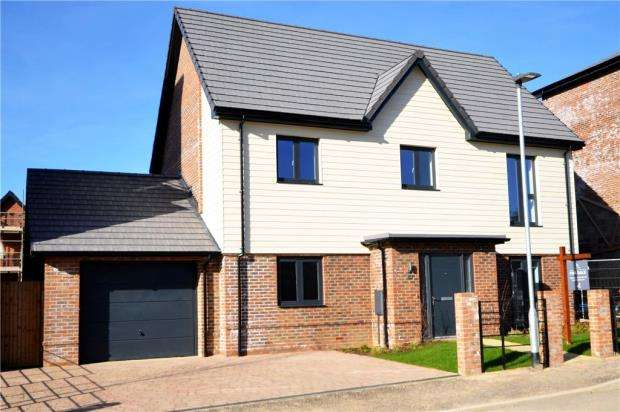 4 Bedrooms Detached House for sale in Buckler's Park, Old Wokingham Road, Crowthorne