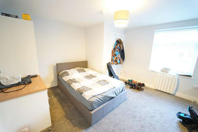 8 Bedrooms Flat for rent in Flat 3, 10 Middle Street