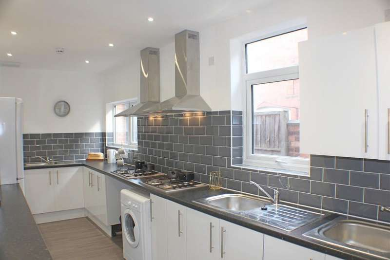 7 Bedrooms Terraced House for rent in Lavender Road, Leicester