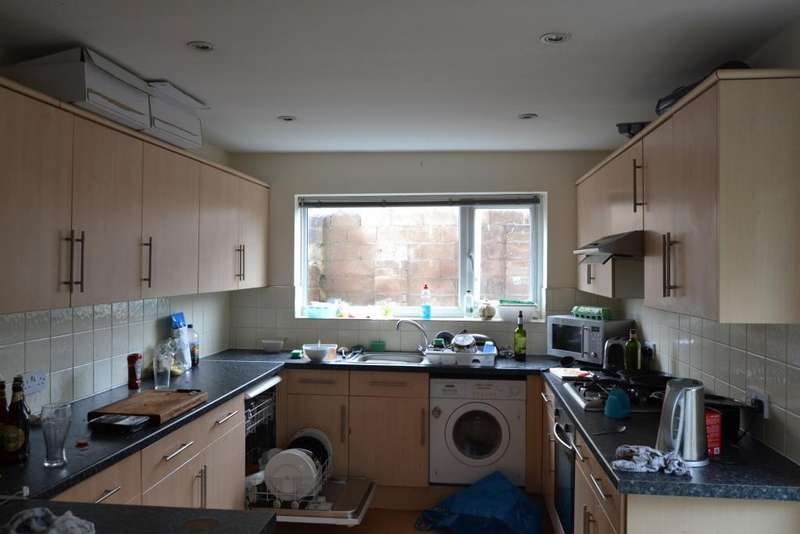 7 Bedrooms House Share for rent in 227, Mackintosh Place, Roath, Cardiff, South Wales, CF24 4RP