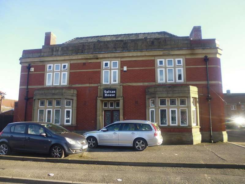 10 Bedrooms Detached House for rent in Hope Street, Rochdale, OL12