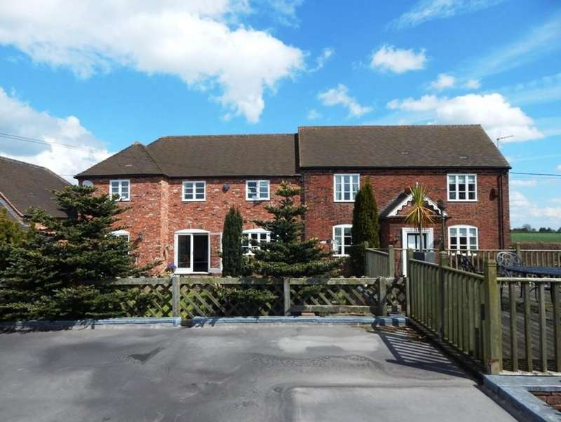 5 Bedrooms Farm House Character Property for sale in Lichfield Road, Burntwood
