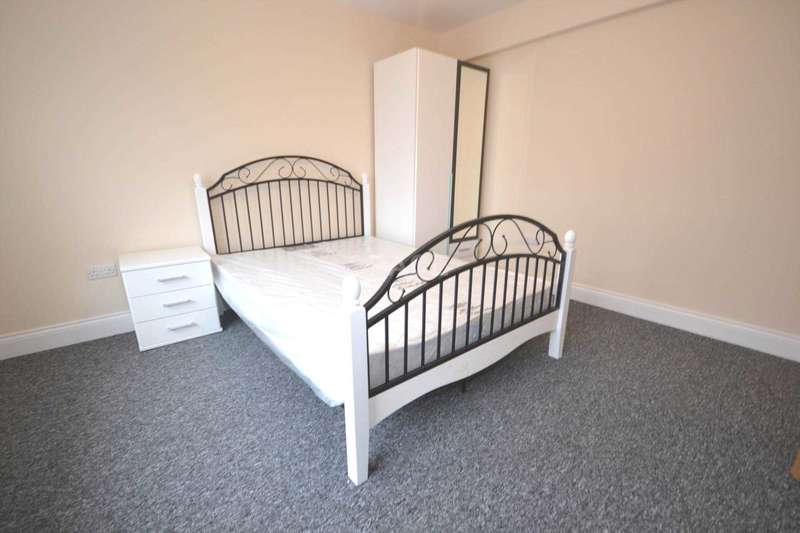7 Bedrooms Semi Detached House for rent in Christchurch Road, Reading