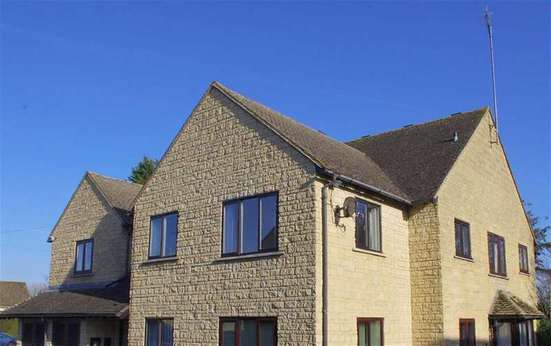 2 Bedrooms Flat for sale in Pegasus Court, Bourton-on-the-Water, Gloucestershire