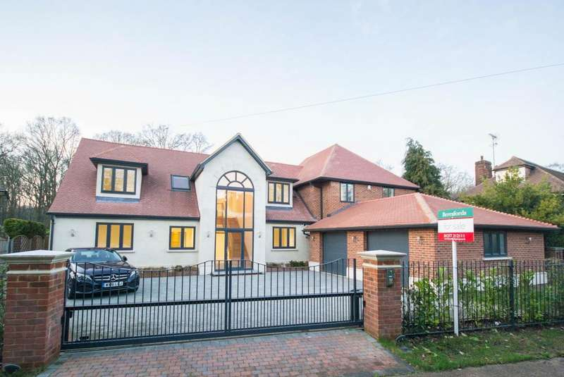 5 Bedrooms Detached House for sale in Glanthams Close, Shenfield, Brentwood, Essex, CM15