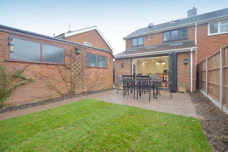 3 Bedrooms Semi Detached House for sale in Ereswell Road, Luton, Bedfordshire, LU3 2UH