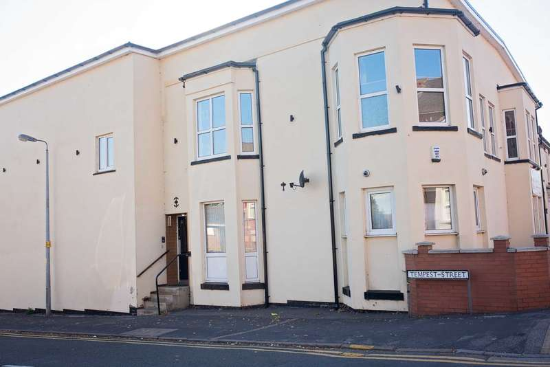 Commercial Property for rent in Monks Road, Lincoln `potential planning for 12-14 flats`