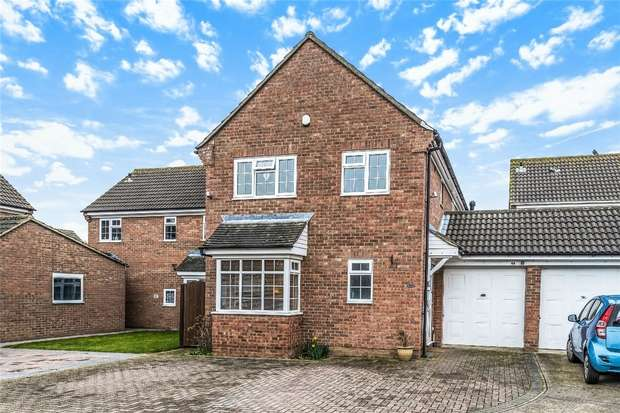 4 Bedrooms Detached House for sale in Newstead Way, Bedford